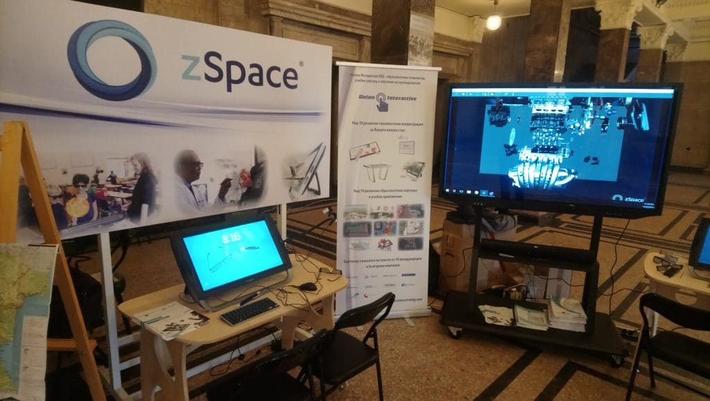 Изложбен щанд на Юнион Интерактив с интерактивен дисплей и zSpace - 4-та национална ИКТ конференция, гр. Перник