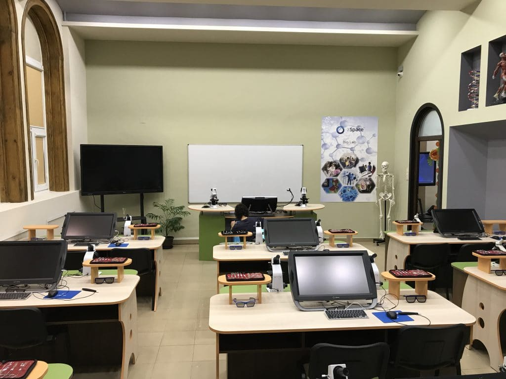 "zSpace® STEM Lab с интерактивен дисплей в СУ ""Христо Ботев"" - гр. Враца"