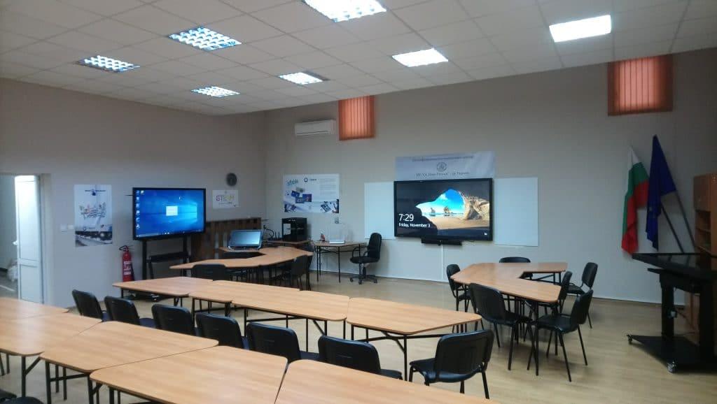 """Страничен изглед на технологичната зала в ОУ """"Св. Иван Рилски"""" - гр. Перник"""