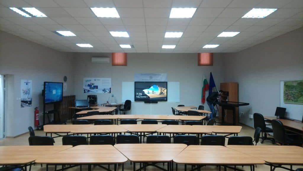 зала с образователни технологии и софтуер за обучение в ОУ Иван Рилски - гр. Перник