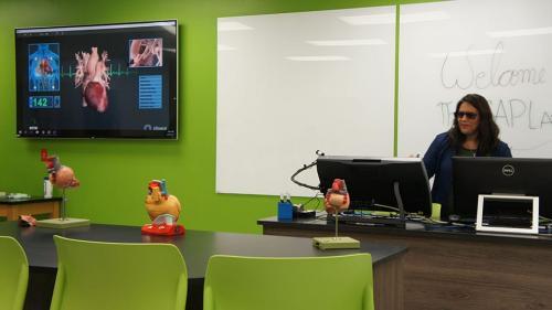 технология zspace® с интерактивен дисплей - фронтално STEM обучение